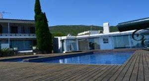 hotel-rec-de-palau-piscina con hamacas