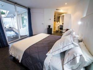 hotel-rec-de-palau-acceso-suite prestige con bano